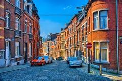 有红砖房子的街道在列日,比利时,比荷卢三国, HDR 图库摄影