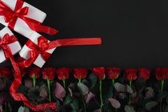 有红色丝带的白色礼物盒在黑背景 8作为背景看板卡日eps文件现在问候检验的另外的ai在空白待定救的华伦泰 图库摄影