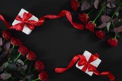 有红色丝带的白色礼物盒在黑背景 8作为背景看板卡日eps文件现在问候检验的另外的ai在空白待定救的华伦泰 库存图片