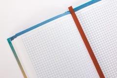 有红色书签的笔记本 免版税库存图片