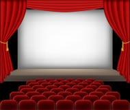 有红色位子和帷幕的戏院观众席 免版税图库摄影