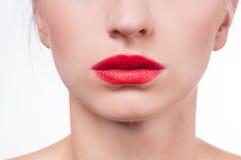 有红色唇膏的美丽的女性嘴唇 免版税库存照片