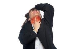 有红色喉咙痛的年轻人 免版税图库摄影