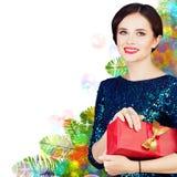有红色圣诞节礼物盒的圣诞节妇女 库存图片