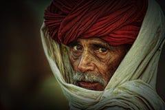 有红色头巾的老Rajasthani人 节日普斯赫卡尔 免版税库存照片
