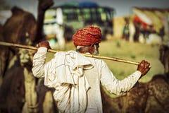 有红色头巾的老Rajasthani人 节日普斯赫卡尔 库存图片