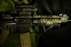 有红色小点视域的AR 15 图库摄影