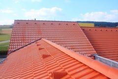 有红色屋顶的屋顶 免版税图库摄影