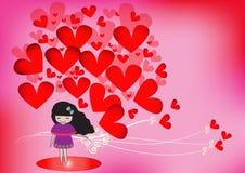 有红色心脏的逗人喜爱的女孩在桃红色背景 库存图片