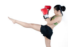 有红色手套的拳击手妇女 免版税库存照片