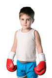 有红色拳击手套的小男孩在被隔绝的白色背景 免版税图库摄影