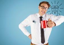 有红色杯子的商人和电灯泡乱画反对蓝色背景 免版税库存照片