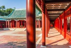 有红色柱子的走廊在Koxinga寺庙在台南 免版税库存图片