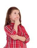 有红色格子花呢上衣的沉思小女孩 免版税库存图片