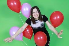 有红色气球的女孩 库存图片