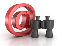 有红色的双筒望远镜在电子邮件标志。 互联网查寻概念 免版税库存图片