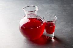 有红色的玻璃瓶子 免版税库存图片