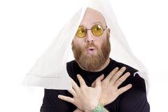 有红色胡子和内斜视的傻的秃头人 库存照片