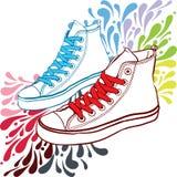 有红色鞋带和蓝色的运动鞋 库存照片