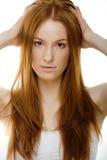 有红色飞行头发的秀丽少妇 图库摄影