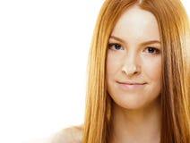 有红色飞行头发的,滑稽的姜fr秀丽年轻红头发人妇女 免版税图库摄影