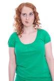 有红色头发和怀疑神色的少妇 免版税库存图片