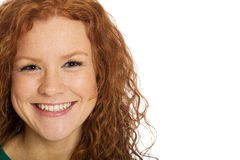 有红色头发和雀斑的俏丽的妇女 图库摄影