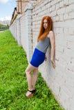 有红色头发的哀伤的女孩 免版税图库摄影