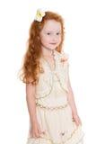 有红色头发的嬉戏的小女孩 免版税库存照片
