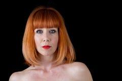 有红色头发蓝眼睛的妇女 免版税库存照片