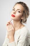有红色嘴唇和完善的皮肤的妇女 免版税库存图片