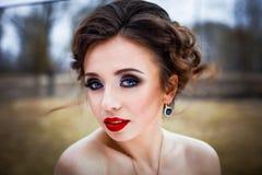 有红色嘴唇的妇女 免版税库存照片