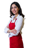有红色围裙的美丽的阿拉伯女服务员 免版税图库摄影