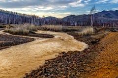 有红黄色酸石头的黄河 图库摄影