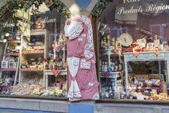 有纪念品的商店在科尔马,阿尔萨斯,法国 免版税库存图片
