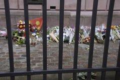 有纪念的花的犹太人SONAGOGUE 库存照片
