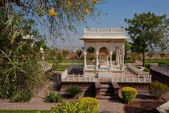 有纪念碑结构的美丽的公园在1899年修造的 库存照片