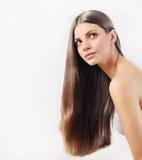 有纯净的皮肤和强的健康bri的可爱的美丽的妇女 免版税库存图片
