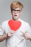 有纸心脏的男孩 图库摄影