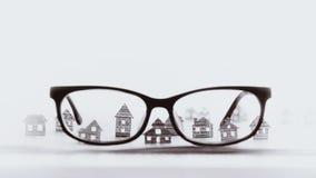 有纸房子的镜片,黑白 免版税图库摄影