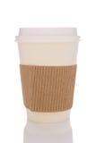 有纸板保护者的咖啡杯 免版税库存照片
