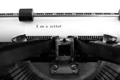 有纸的老打字机我是作家 库存图片