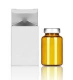 有纸箱的医疗瓶在白色背景 免版税库存图片