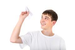 有纸飞机的少年 库存图片