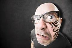 有纹身花刺的恼怒的人在他的面孔 免版税库存图片
