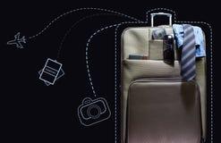 有线艺术标志的旅行手提箱 图库摄影