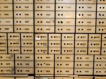 有组合以及关键锁的古色古香的保险箱 在其中一间Mandiri博物馆的屋子里面在雅加达 免版税库存照片