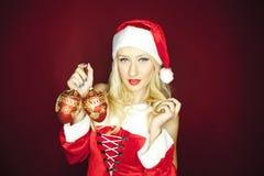有结构树装饰品的圣诞节女孩 免版税图库摄影