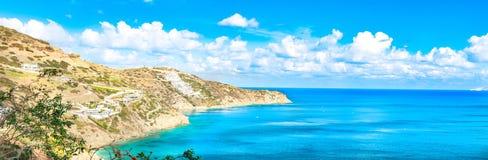 有绿松石海的美好的全景 忒修斯海滩,Ammoudi,克利特,希腊看法  HD风景 库存图片