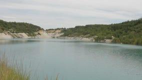 有绿色的美丽的湖,蓝色,水 股票录像